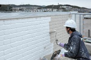 外壁塗装、上塗り(1回目)